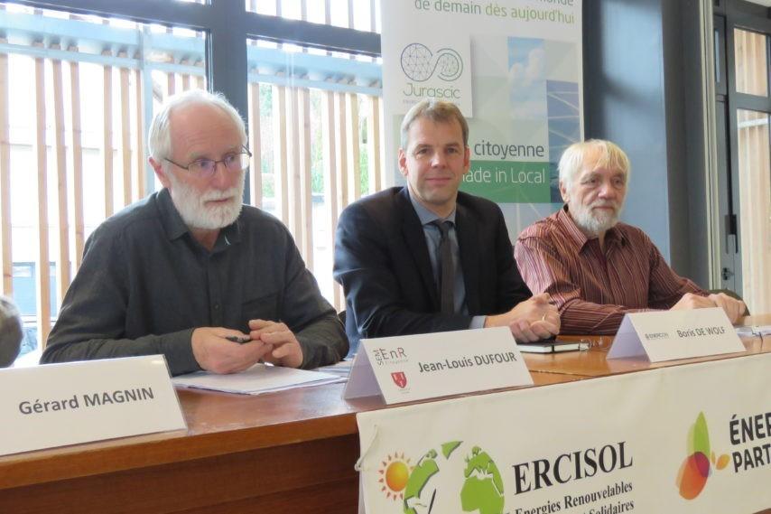 Les acteurs citoyens (dont Énergie Partagée et Ercisol) signent l'acte de rachat à Enercon de l'éolienne citoyenne de Chamole