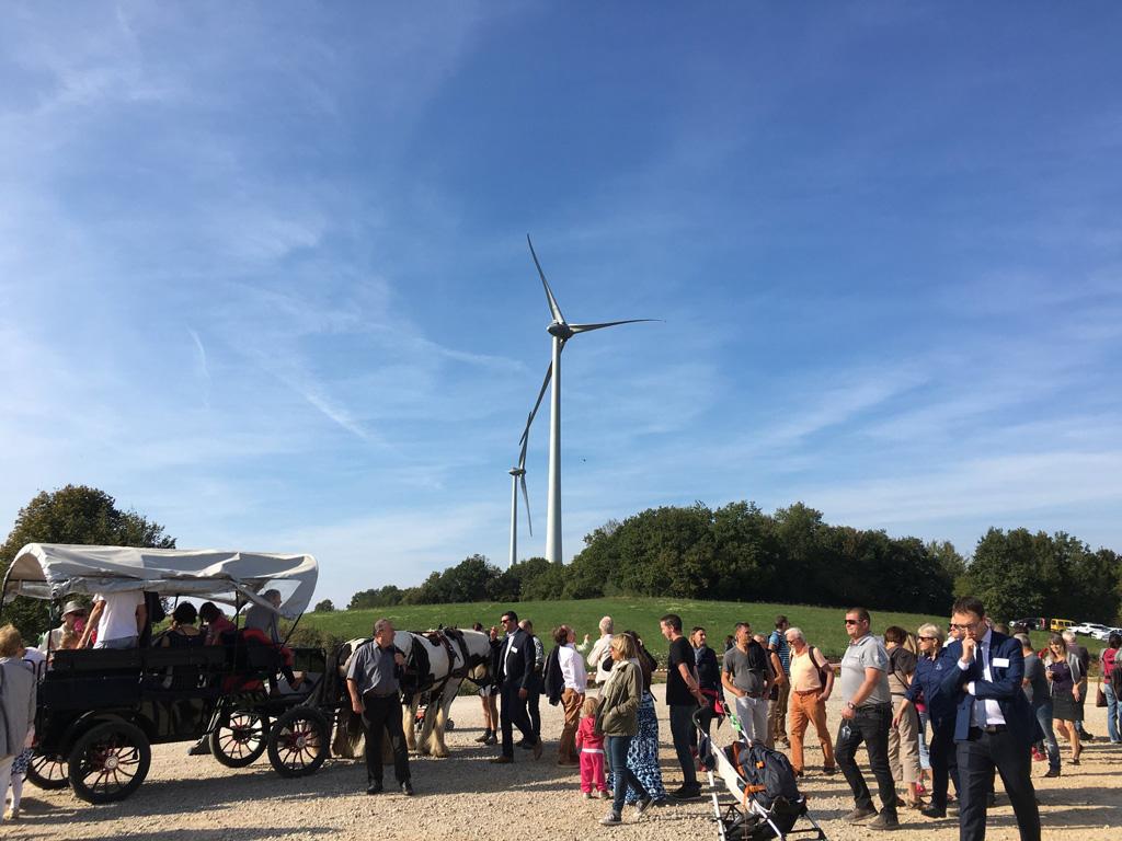 À Chamole, De nombreuses personnes du territoire sont venues inaugurer l'éolienne citoyenne le 29 septembre 2018