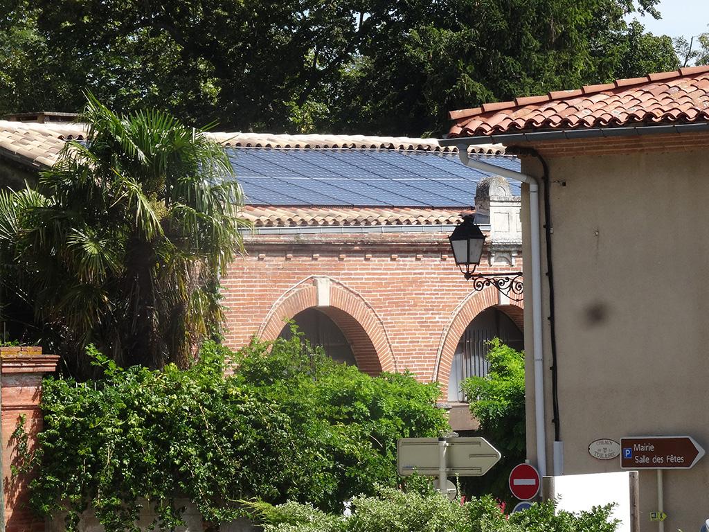 Centrale solaire citoyenne d'ICEA EnR sur le toit de la MJC d'Ayguesvives (9 kWc, mise en service le 30/07/2018)