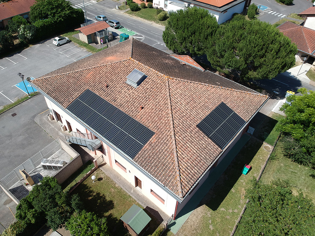 Centrale solaire citoyenne d'ICEA EnR sur le toit de la mairie annexe de Labège (9 kWc, mise en service le 20/07/2018)