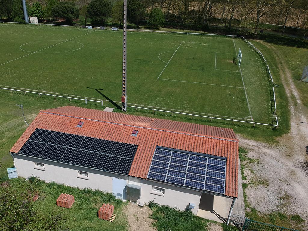 Centrale solaire citoyenne d'ICEA EnR sur le toit des vestiaires du stade de Donneville (6 kWc, mise en service le 29/05/2018)