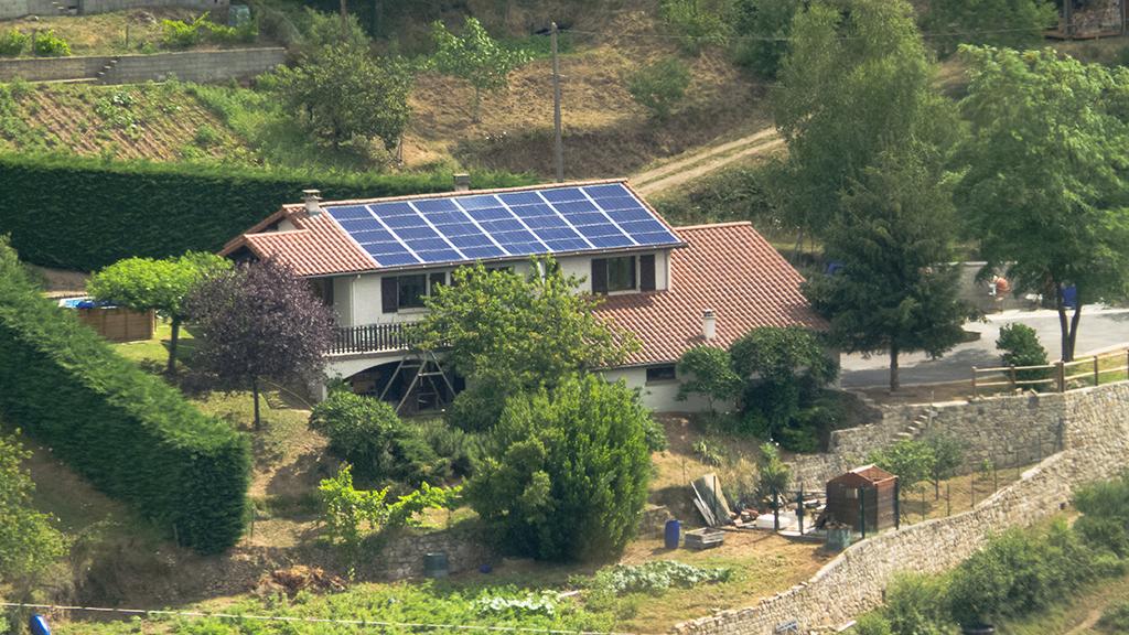 Photo d'une des centrales solaires de moins de 9 kWc installées par Aurance Énergies