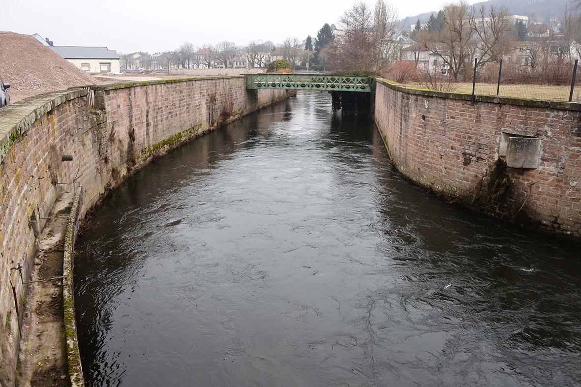 Canal en aval de la centrale HydroÉpinal