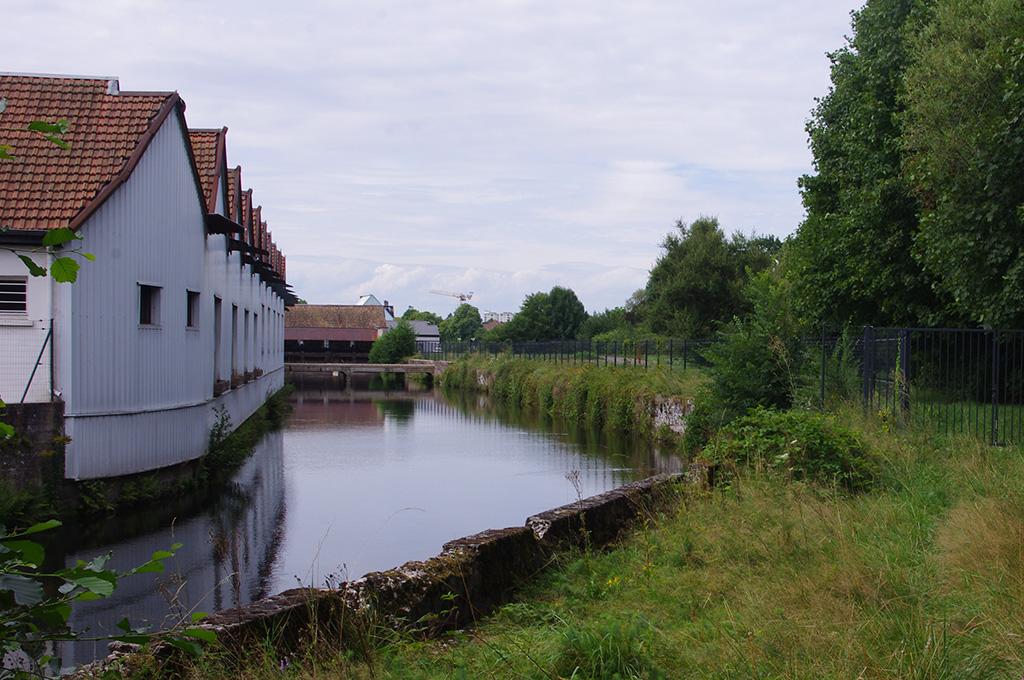 Le canal d'amenée d'eau de la centrale HydroEpinal mesure 350 m de long
