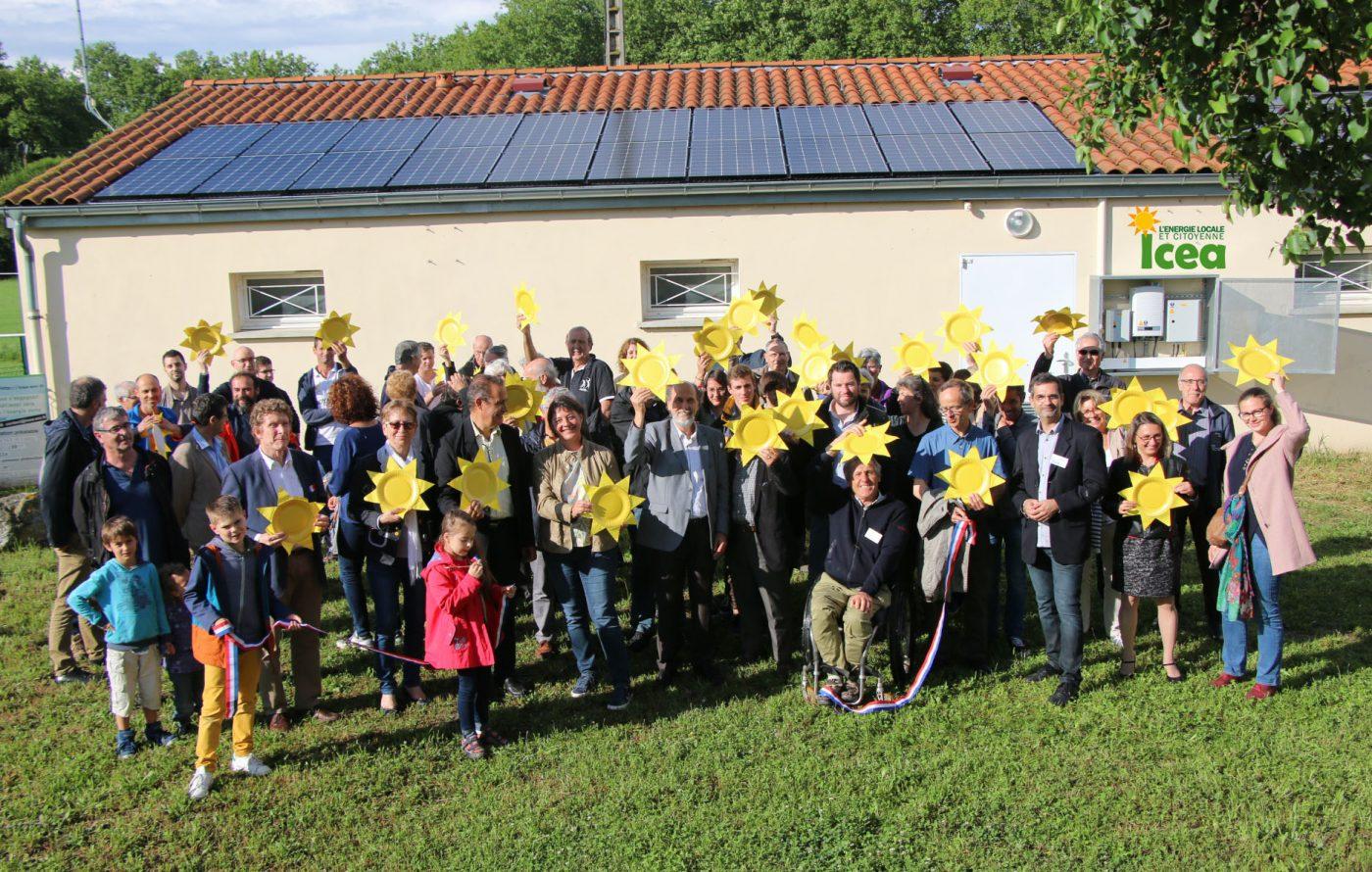 ICEA EnR près de Toulouse-Les sociétaires lors d'une inauguration de toiture solaire PV