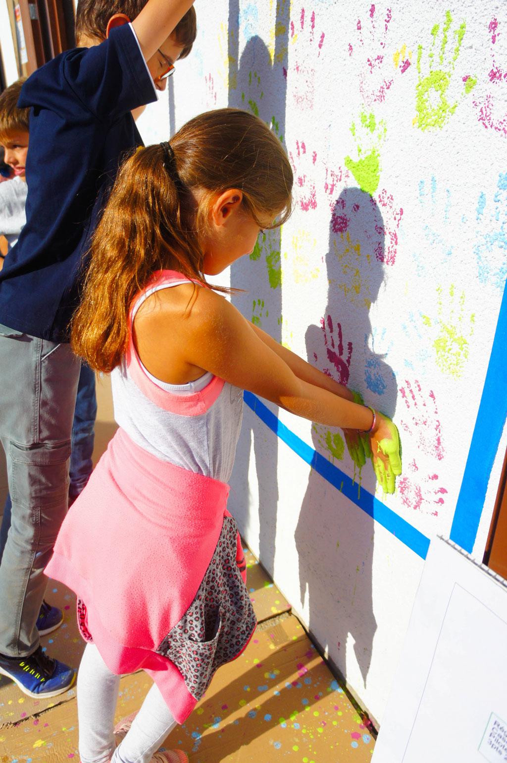 Empreinte d'une enfant sur le mur de la chaufferie à Lucinges