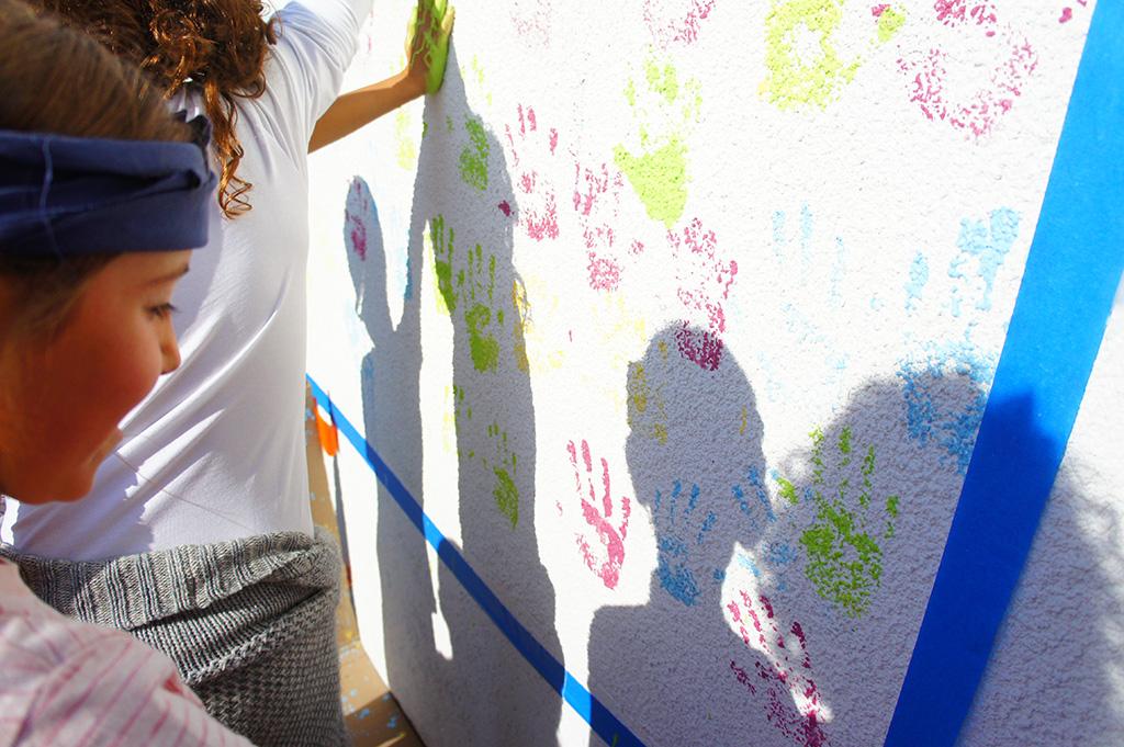 Des empreintes de main qui marquent l'implication des enfants dans le projet ForestEner !