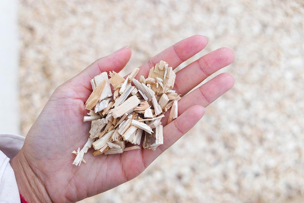 Plaquettes bois forestières pour alimenter les chaufferies bois-énergie de ForestEner