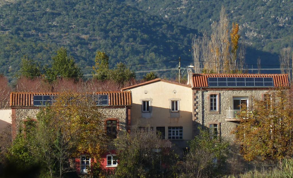 Centrale photovoltaïque de 9 kWc de la coopérative citoyenne Conflent Énergie sur le toit de l'école municipale de Los Masos
