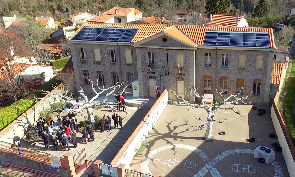 Centrale photovoltaïque de 9 kWc (+1 kWc en autoconsommation) de la coopérative citoyenne Conflent Énergie sur le toit de la Mairie-école de Taurinya