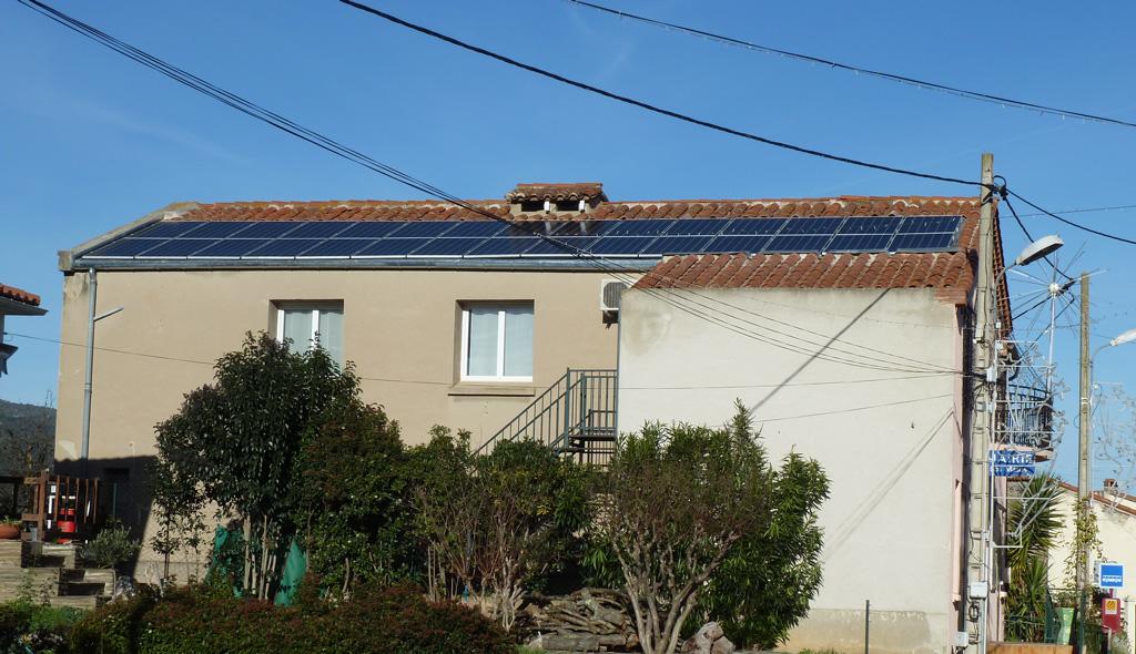 Centrale photovoltaïque de 9 kWc de la coopérative citoyenne Conflent Énergie sur le toit de la mairie de Los Masos