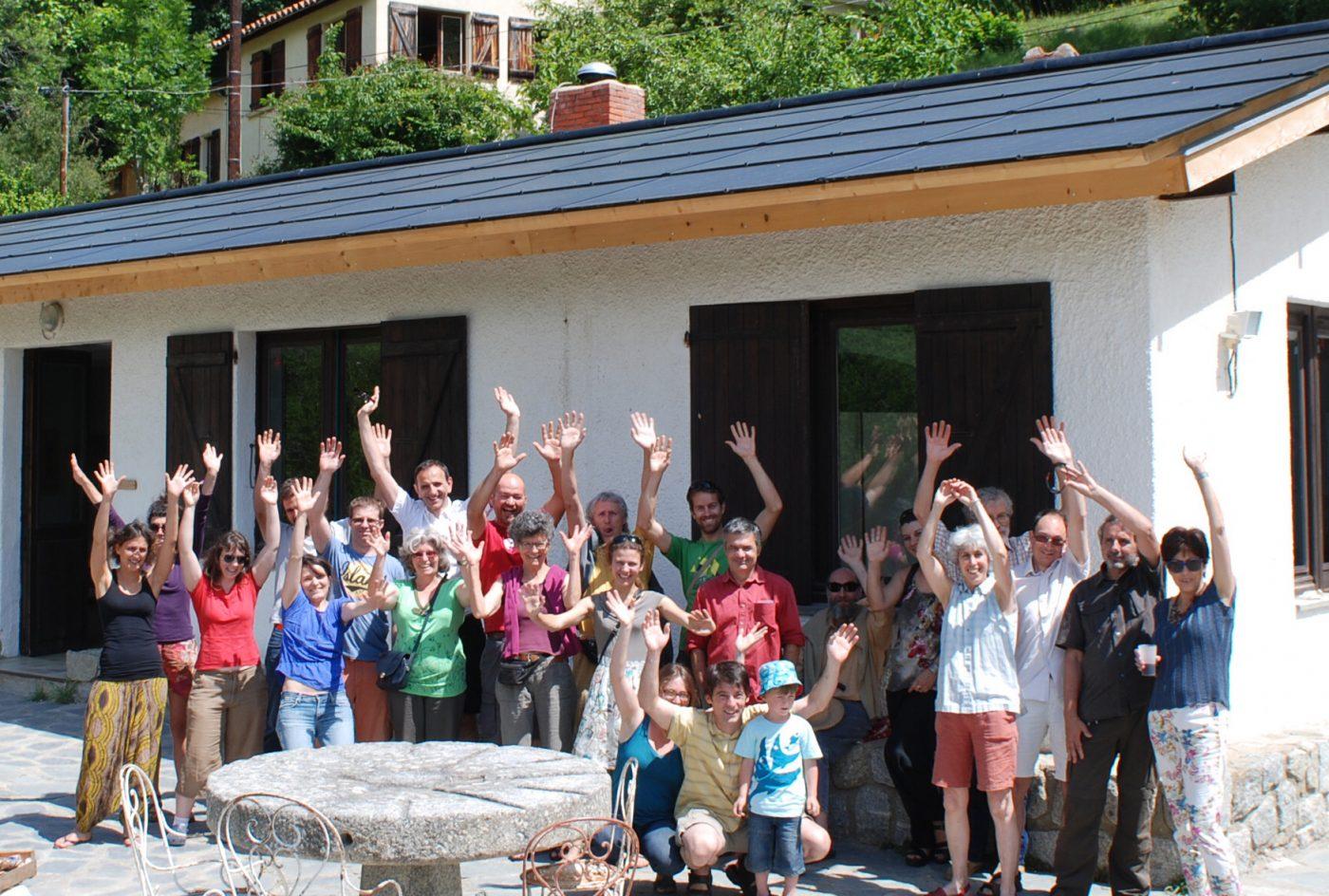 Centrale photovoltaïque de 9 kWc de la coopérative citoyenne Conflent Énergie sur le toit du réfectoire du centre d'accueil et d'éducation à l'environnement de la Coûme, géré par la fondation Krüger