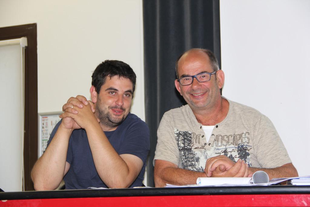 Gaël Morinière, vice-président de la SAS Mauges Éole, et Alain Chollet, président, se réjouissent de l'affluence lors de l'AG de création de la société citoyenne en juin 2018.