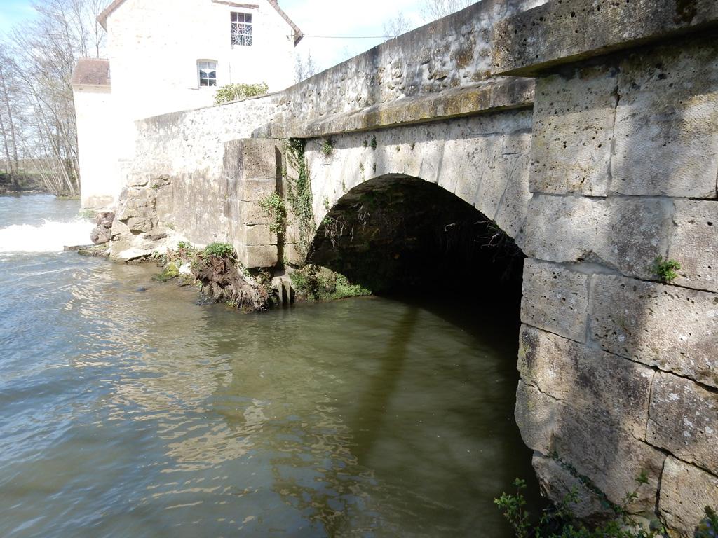 ancien canal de restitution d'eau de la centrale de La Rochette propriété de SO Energies