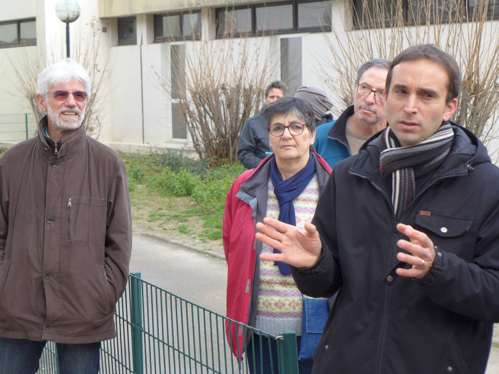 ForestEner Sassenage - École des Pies : Julien Estève de Hargassner Alpes détaille le fonctionnement de la chaufferie.