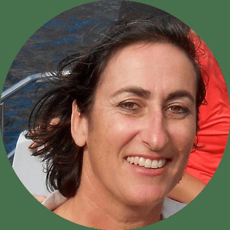 Marie-Laure Lambert est présidente de la société citoyenne Massilia Sun System qui ambitionne d'installer des panneaux solaires sur les toitures de Marseille