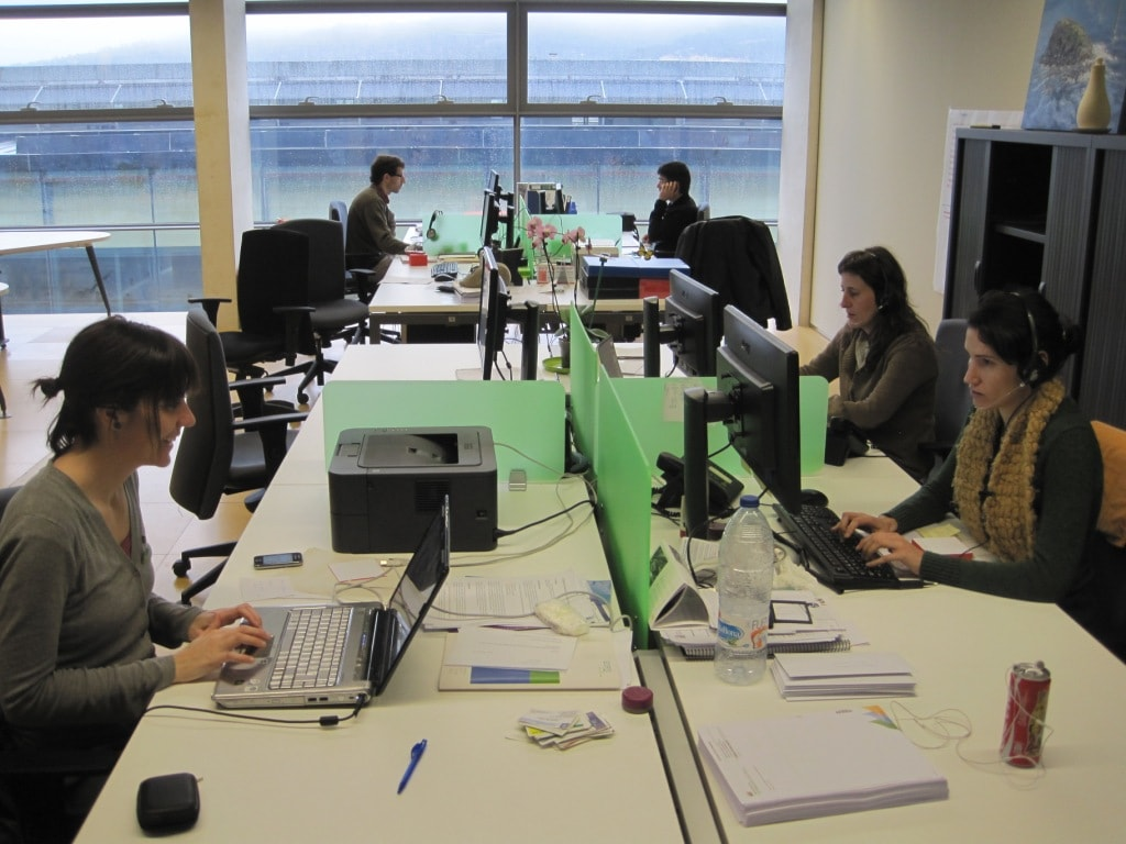 L'équipe de travail de Som Energía, dans le bureau central basé à Gironne, Catalogne.