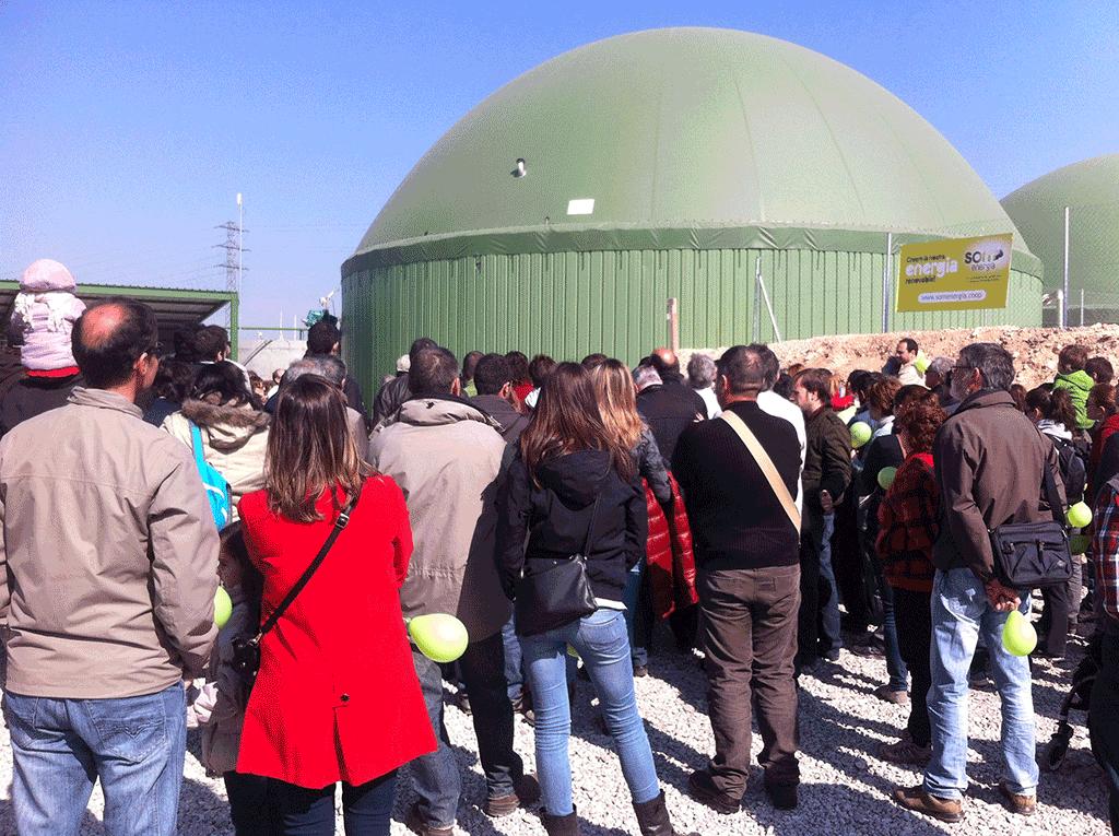 Inauguration de la centrale de biogaz de Torregrossa, dans la province catalane de Lleida, financée par les sociétaires de Som Energia.