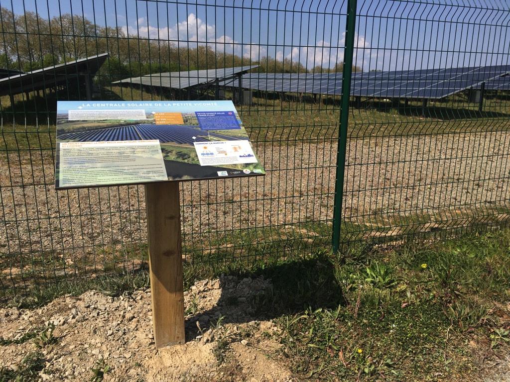 Centrale solaire La Petite Vicomté - Panneau pédagogique présentant la centrale elle-même