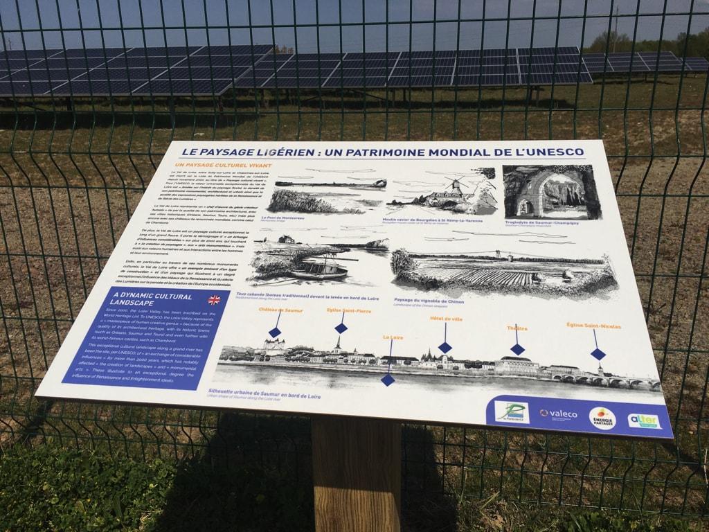 Centrale solaire La Petite Vicomté - Panneau pédagogique présentant le paysage ligérien et son classement au Patrimoine mondial de l'UNESCO